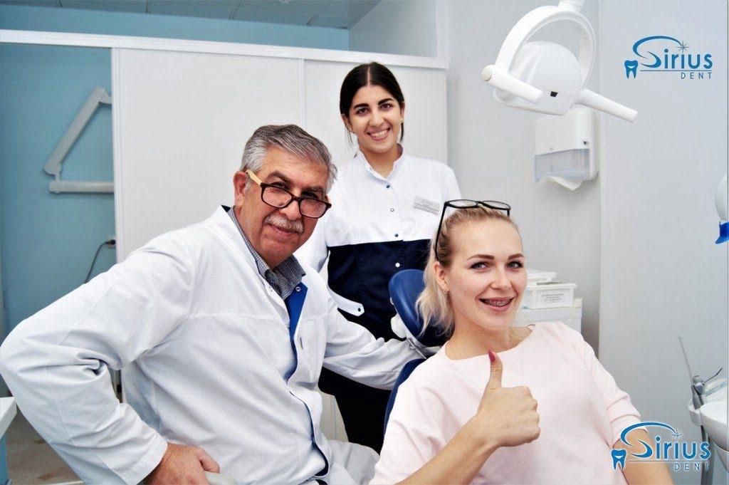 Еще один довольный пациент после установки брекет - системы у нашего профессора-ортодонта!