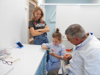 Наша маленькая пациентка Анастасия на приеме у профессора - ортодонта Севан М.Н.